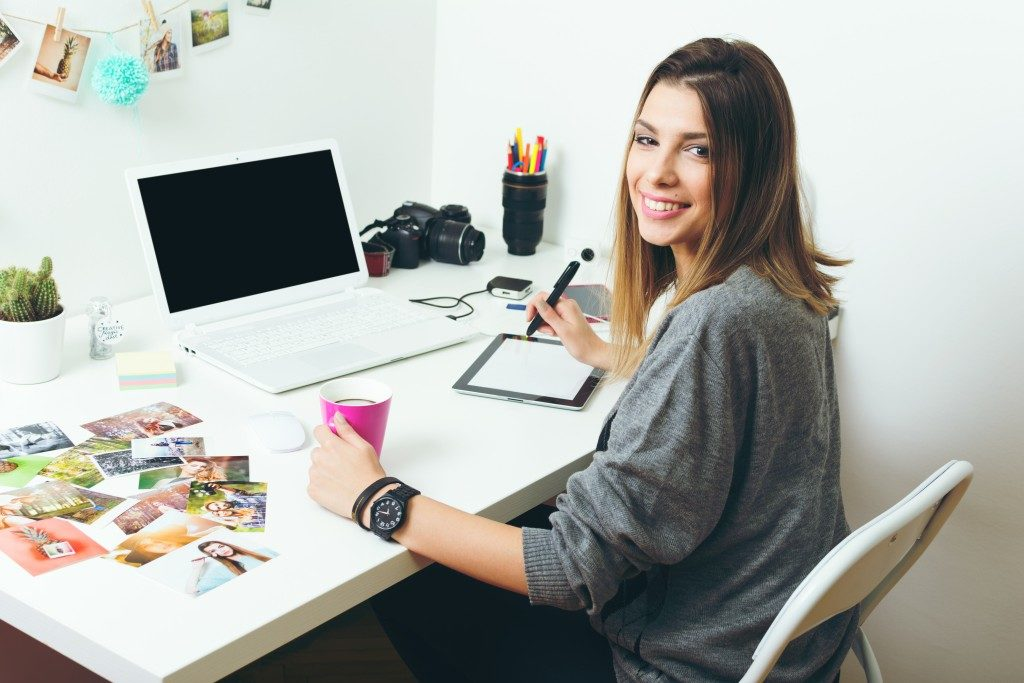 woman with photos on her desk